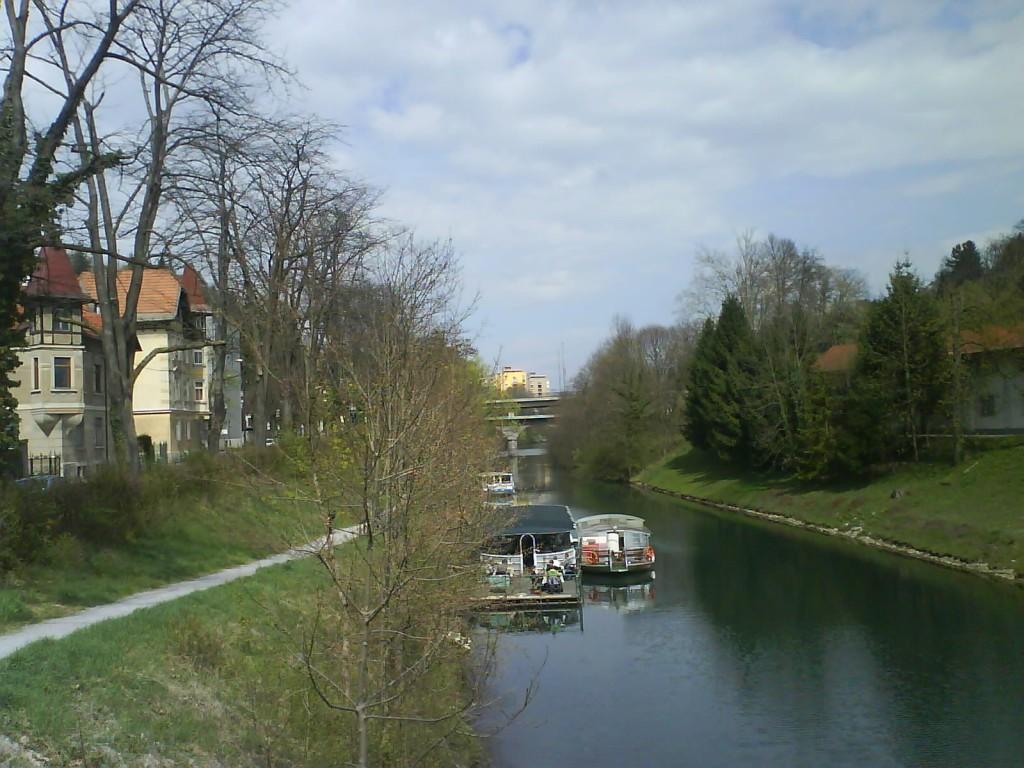 Une pause au bord de l'eau à Ljubljana