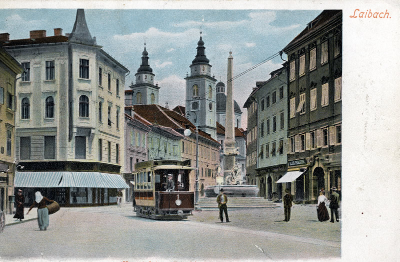 ljubljana tramway devant hôtel de ville